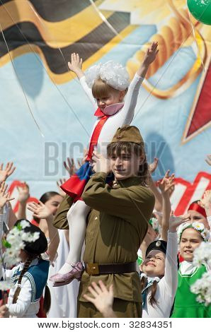 Soldier With Girl