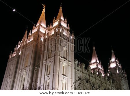Templo de lago salado (noche)