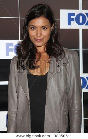 LOS ANGELES - 5 de AUG: Shelley Conn al llegar a la fiesta de FOX TCA verano 2011 en Gladstones en agosto