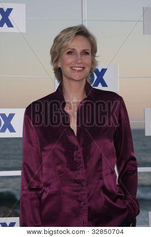 LOS ANGELES - 5 de AUG: Jane Lynch al llegar a la fiesta de FOX TCA verano 2011 en Gladstones el 5 de agosto