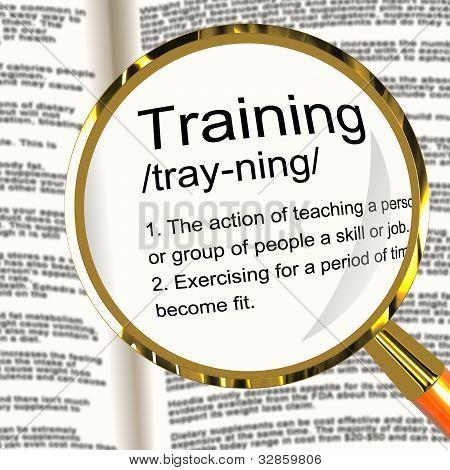 Definição lupa apresentando educação instrução de treinamento ou Coaching