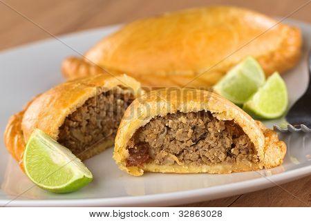 Lanche peruano chamado Empanada (torta)