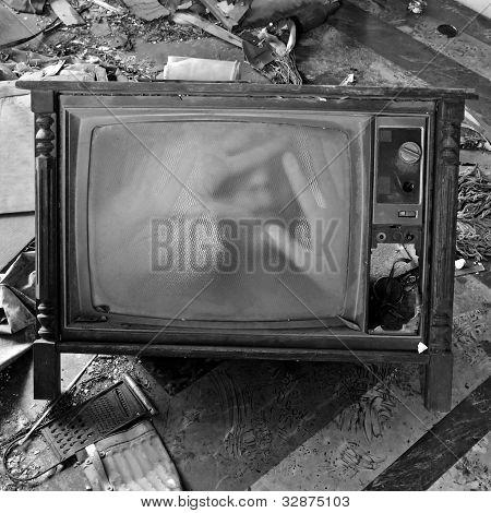 gespenstische Abbildung auf alte Fernseher