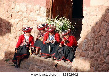 Quechua women