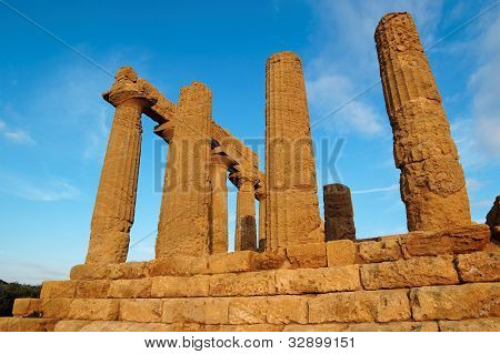 Colonnade of Hera (Juno) temple in Agrigento, Sicily, Italy