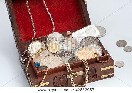 Caja de oro y plata