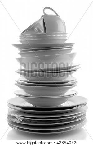 Pilha de placas brancas e pratos