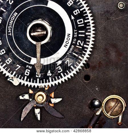 Analogue Clock Timer Set to Five O'Clock