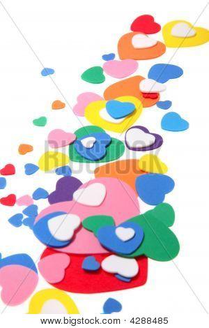 Corazones de confeti colorido de la espuma