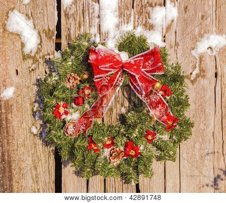 A country Christmas wreath on old barn