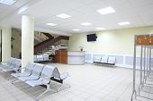 picture of reception-area  - Spacious room with a seating area - JPG