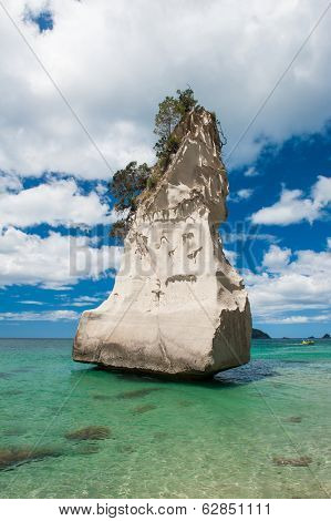Beautiful Te Hoho Rock at Cathedral Cove Marine Reserve, Coromandel Peninsula, New Zealand.