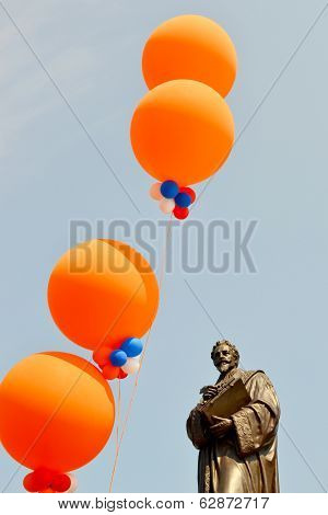 Hugo Grotius was decorated with balloons on Queens day in Delft.