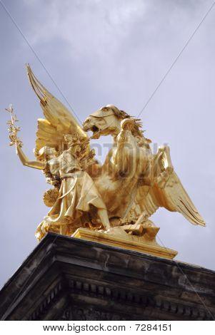 Golden Statue2