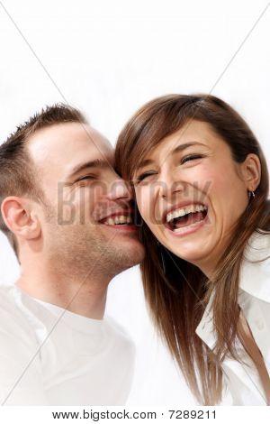 Glücklich, junge Paar zusammen lachen