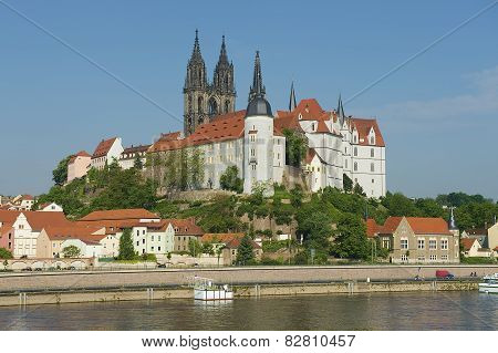 View to the Albrechtsburg castle and Meissen cathedral from across the Elbe river, Meissen, Germany.
