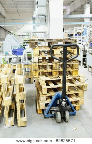 The image of manual loader with wooden pallets