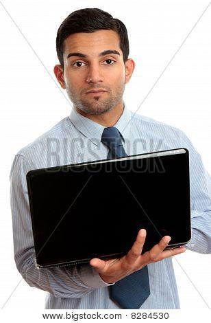 Homem de negócios com Laptop aberto