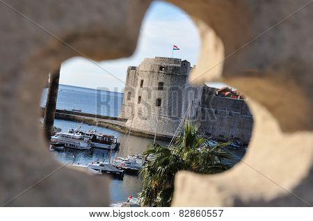 Dubrovnik thru fence