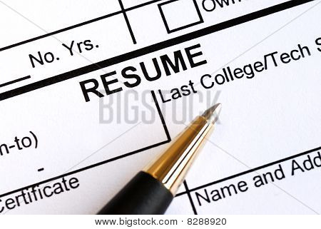 Close up view of the resume section and a pen