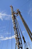 image of oil drilling rig  - Oil well servicing rig - JPG