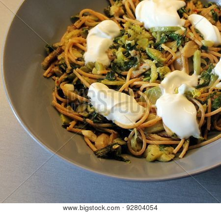 Spaghetti with green vegetables