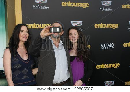 LOS ANGELES - MAY 27:  Shelia Kelly, Richard Schiff, Ruby Schiff at the