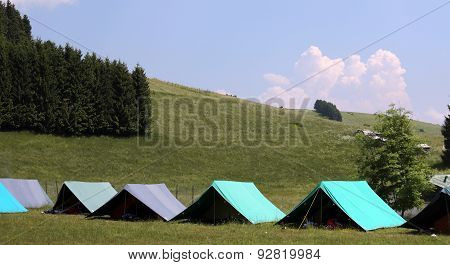 Large Tents To Sleep During The Summer Campsite