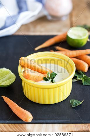 Baby Carrots With Greek Yogurt Dip