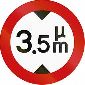 picture of greek  - Greek sign prohibiting thoroughfare of vehicles with a height over 3 - JPG