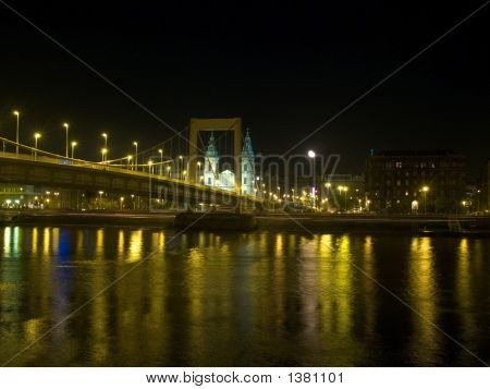 Budapest_Bridge_Moon_Water