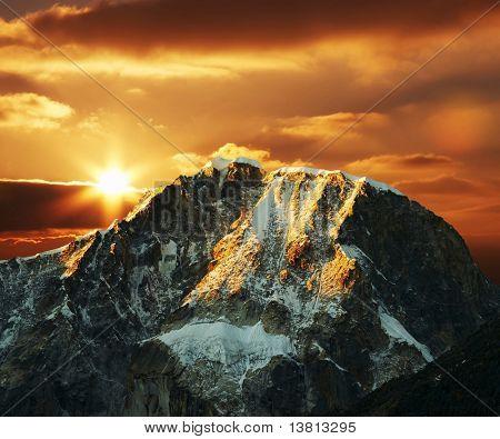 Schöne Sonnenuntergang in Kordilleren Berg