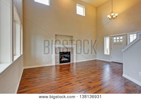 Spacious Living Room, Fireplace And New Hardwood Floor