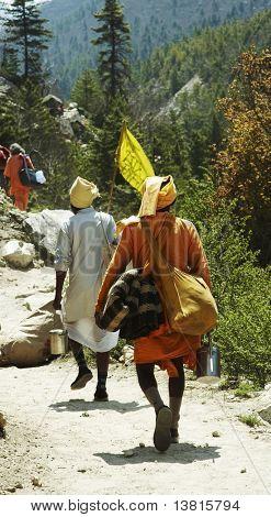Pilgrims on trail to source of Ganga