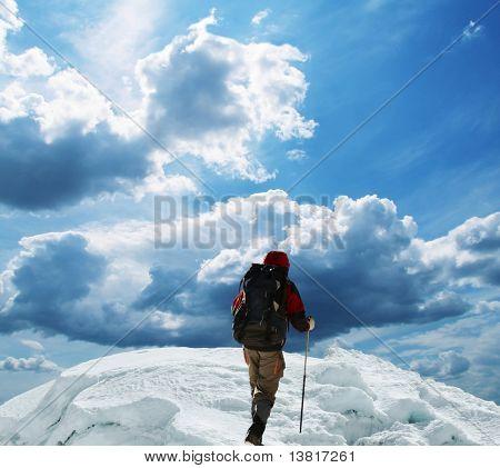 der Aufstieg auf den schneebedeckten Gipfel