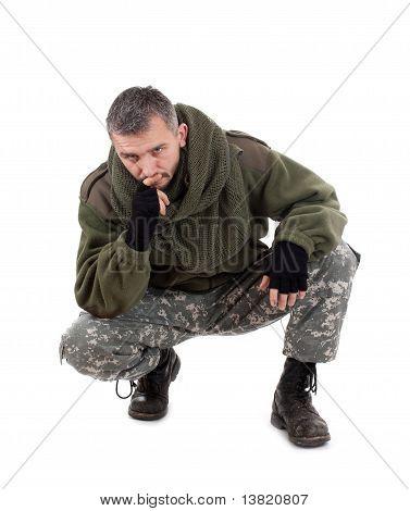 Paramilitärischer Soldat denken