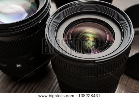 Details of interchangeable camera lenses