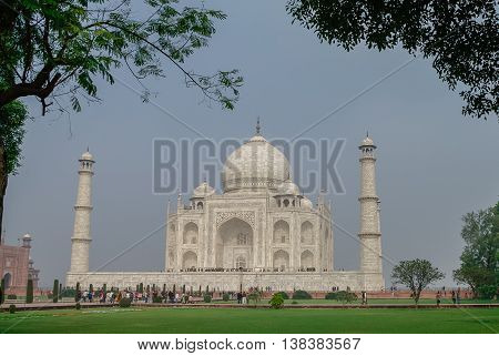 The Taj Mahal Is An Ivory-white Marble Mausoleum On The South Bank Of The Yamuna River In The Indian