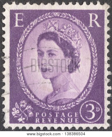 MOSCOW RUSSIA - JANUARY 2016: a post stamp printed in the UNITED KINDOM shows a Portrait of Queen Elizabeth II circa 1955 -1957