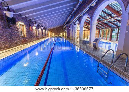 Swiming pool. Indoor pool. Luxury spa hotell.