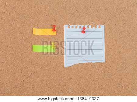 Note paper with pin on the cork board