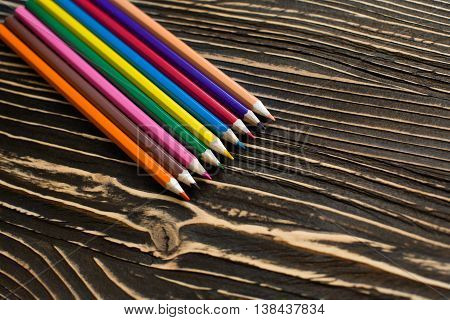 Colored pencils are a fan of the texture on the table