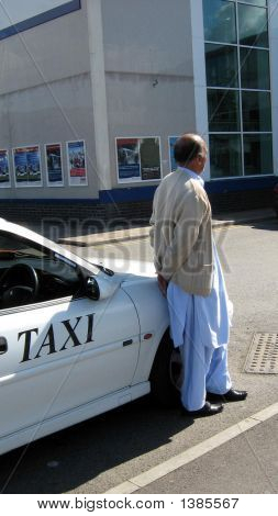 Driver Waiting Wearing Muslim/Indian Custom/Fashion