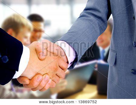 apretón de manos aislada sobre fondo de negocio