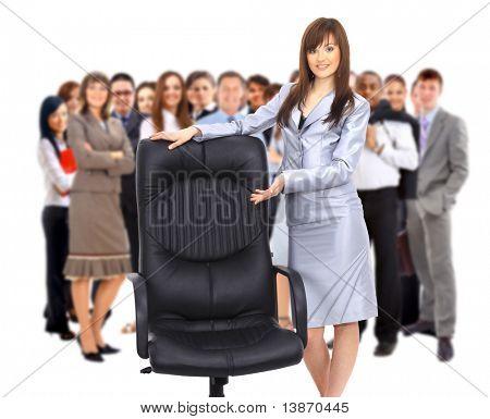 empresária e cadeira de escritório contemporâneo