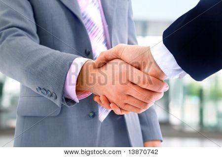aperto de mão isolado no fundo branco