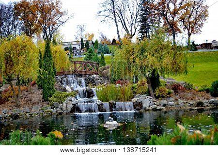 Осенний парк в резиденции бывшего президента Украины