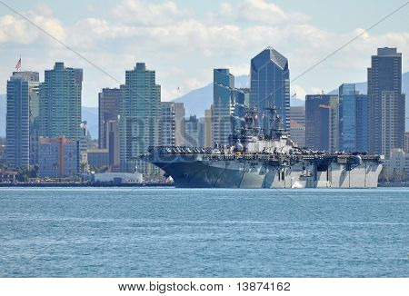 O USS Boxer (LHD 4)