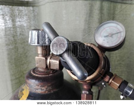 special equipment for pressure of carbon dioxide in the high pressure cylinder