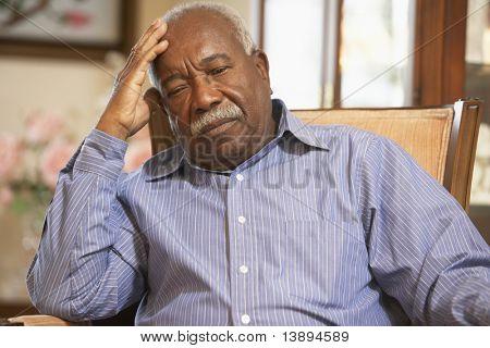 Senior Man relaxing in Sessel